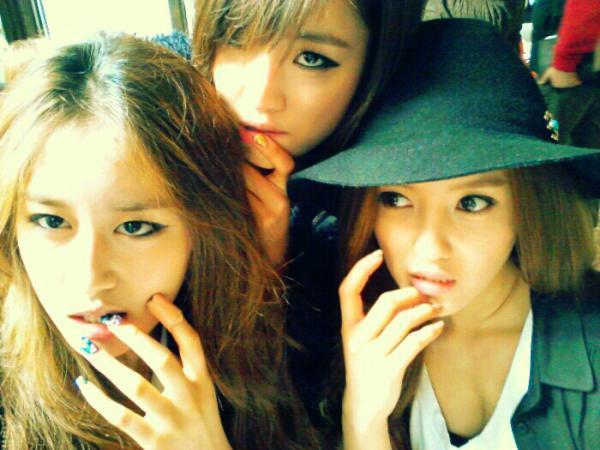 20111029_eunjung_jiyeon_selca2 korean chingu on wordpresscom